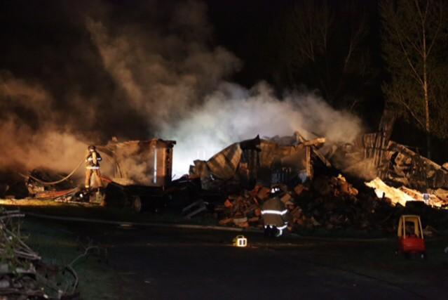 Un incendie a complètement détruit une écurie du chemin Bousquet, à Granby,... (Photo Catherine Trudeau)