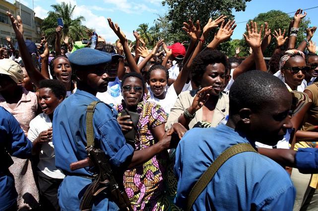 Près de 300 femmes ont réussi à manifester... (Photo Goran Tomasevic, Reuters)