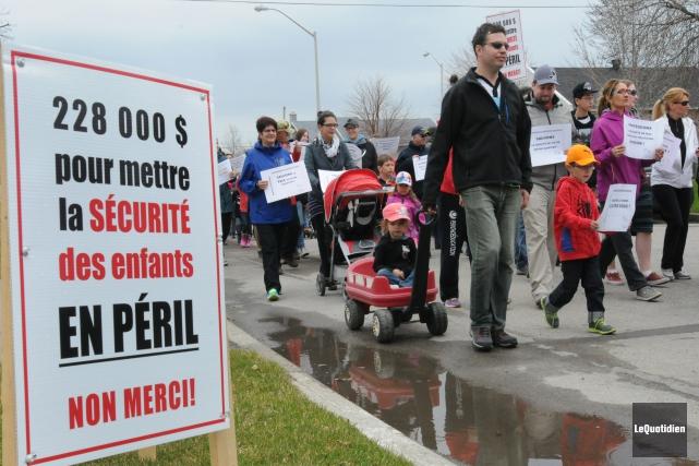Plusieurs citoyens des quartiers de la Petite France... ((Photo Le Quotidien-Rocket Lavoie))