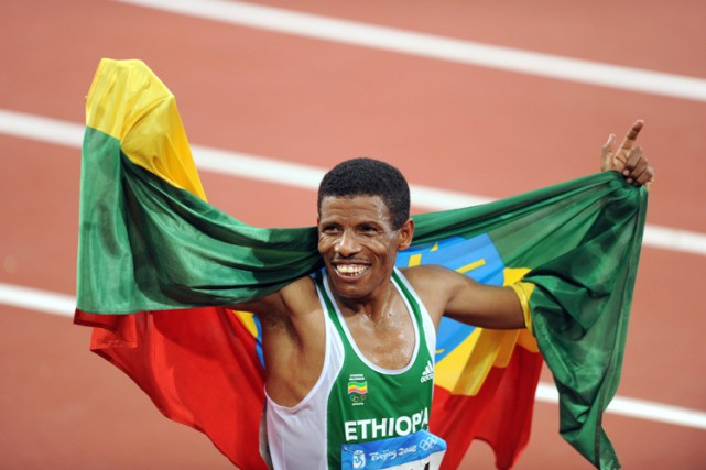 Haile Gebreselassie lors desJeux olympiquesd'été de2008, à Pékin.... (Archives AFP)