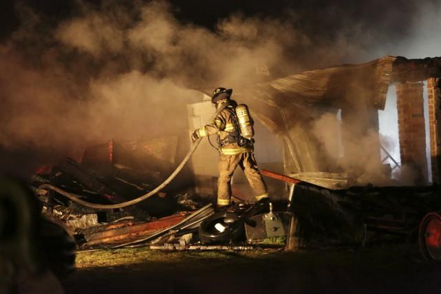 Un incendie a complètement détruit une écurie de... (photo Catherine Trudeau)