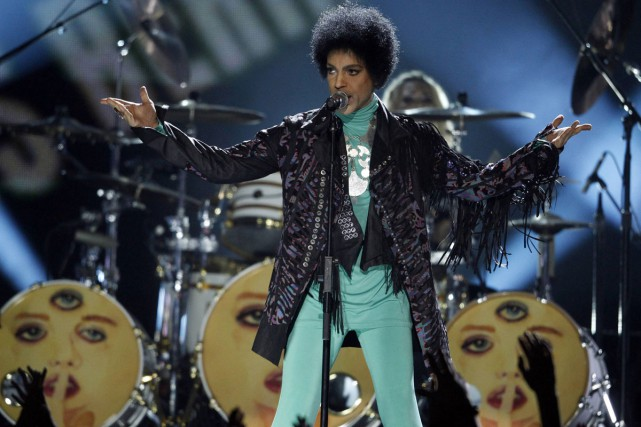 Prince en spectacle à Baltimore.... (PHOTO ARCHIVES REUTERS)