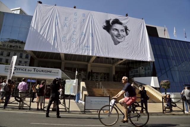 Xavier Dolan entouré de ses actrices Suzanne Clément... (AFP, Thibault Camus)