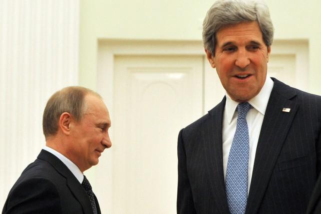 John Kerry n'a plus eu d'entretiens privés avec... (PHOTO MLADEN ANTONOV, ARCHIVES AFP)