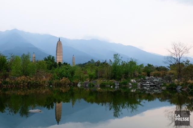 Située à 350 km à l'ouest de Kunming, la capitale du Yunnan, la vieille ville... (PHOTO MYRIAM GILLES, LA PRESSE)