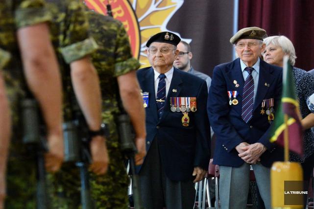 Dans la salle du manège militaire de Sherbrooke, ils sont de nombreux vétérans... (Imacom, Maxime Picard)