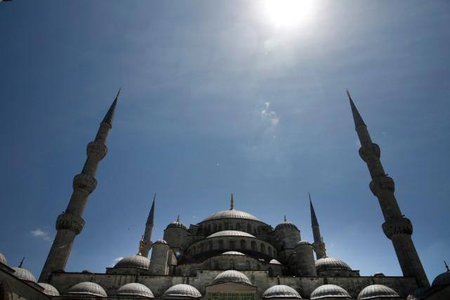 Une première série de 4000 exemplaires du Coran... (PHOTO LEFTERIS PITARAKIS, ARCHIVES AP)