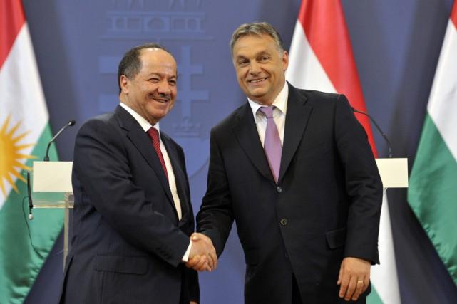 Le président Barzani (à gauche) a rencontré le... (PHOTO TAMAS KOVACS, MTI/AP)