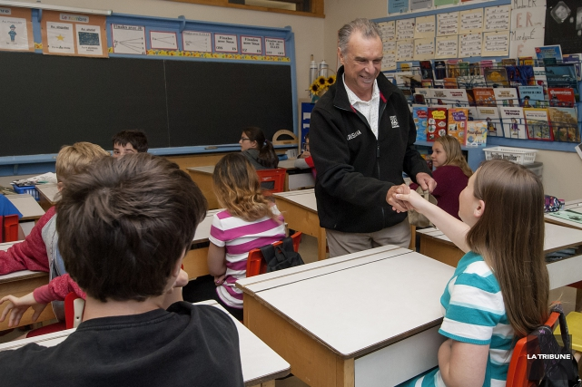 Zachary Richard a rencontré des élèves de l'école... (Imacom, Frédéric Côté)