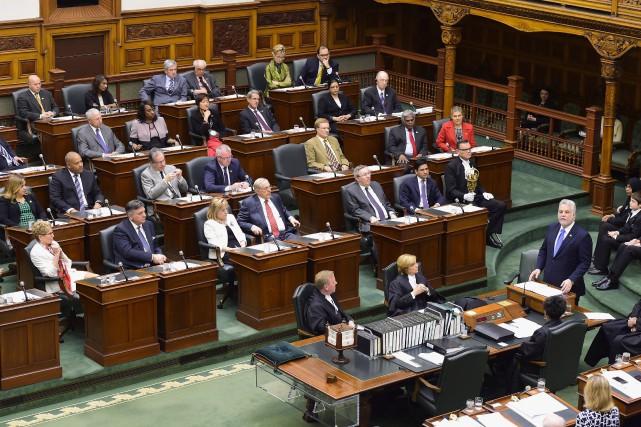Philippe Couillard s'est adressé aux parlementaires ontariens à... (La Presse Canadienne, Frank Gunn)
