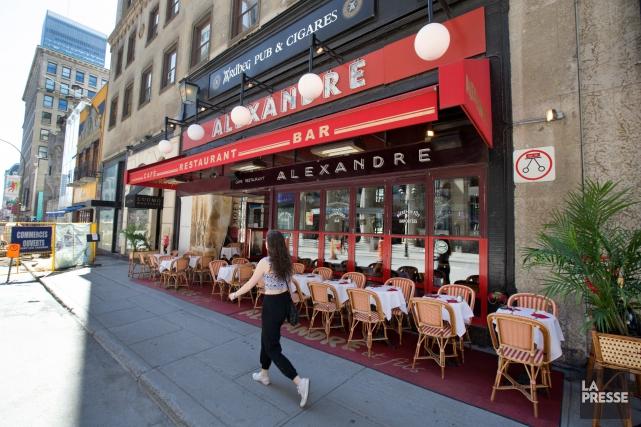 Le restaurant Chez Alexandre avait installé sa terrasse... (PHOTO ROBERT SKINNER, ARCHIVES LA PRESSE)