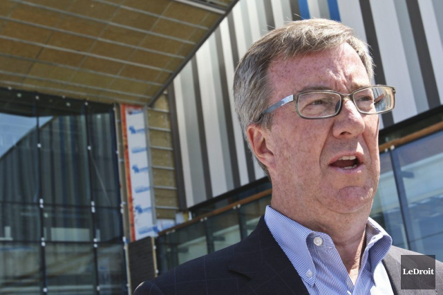 Le maire d'Ottawa, Jim Watson, donnait lundi le... (Patrick Woodbury, Archives LeDroit)