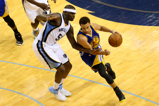Stephen Curry a inscrit 33 points dans la... (Photo Spruce Derden, USA Today)