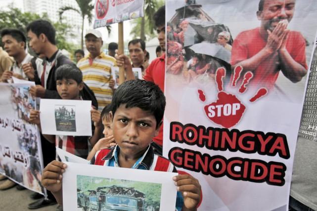 Des Rohingyas manifestent à Medan, capitale du Sumatra... (PHOTO BINSAR BAKKARA, AP)