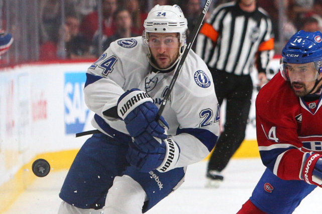 L'attaquant du Lightning Ryan Callahan a subi d'urgence... (Photo Jean-Yves Ahern, USA Today)