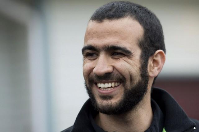 Après sa libération, Omar Khadr, 28 ans, a... (Photo Nathan Denette, La Presse canadienne)