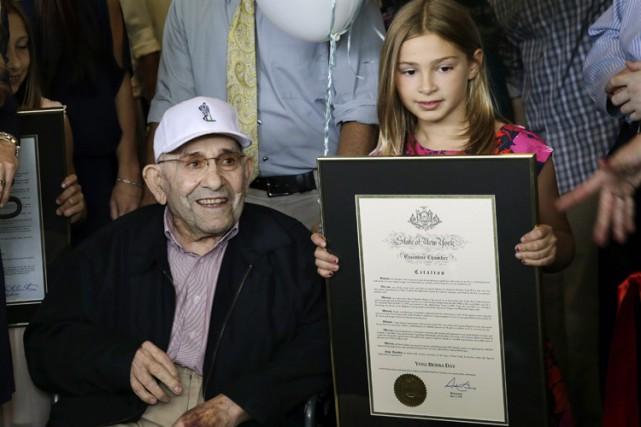 Yogi Berraétait accompagné de sa petite-fille Kay pour... (Photo: AP)