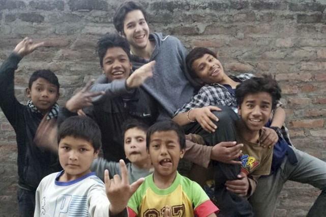 Éric Béland, 18 ans, est allé au Népal... (PHOTO FOURNIE PAR Samuel Dussault)