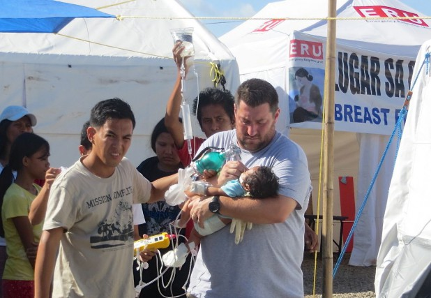 Chef d'équipe d'une délégation de la Croix-Rouge au... (Photo Facebook)