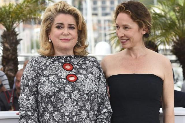 Catherine Deneuve en compagnie de la réalisatrice Emmanuelle... (Photo: AFP)