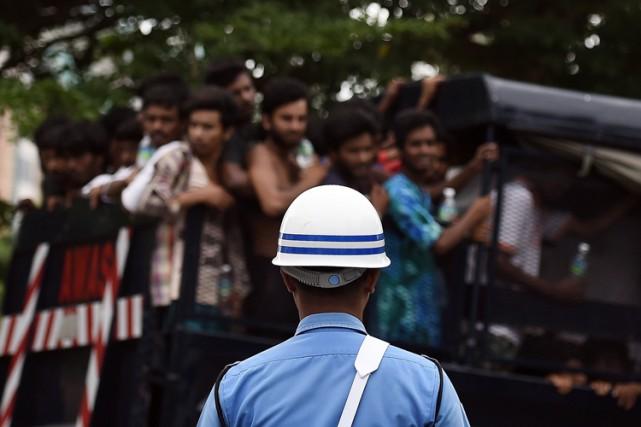 Quelque 25 000 Rohingyas et Bangladais ont pris... (Photo: AFP)