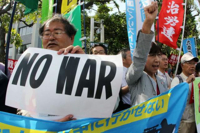 Environ 500 activistes se sont rassemblés devant la... (Photo Yoshikazu TSUNO, AFP)