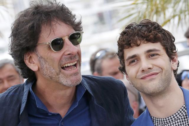 Avec son frère Ethan, Joel Coen (à gauche)... (PHOTO RÉGIS DUVIGNAU, REUTERS)