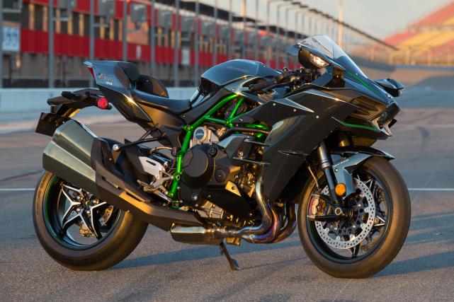 La Kawasaki H2 2015... (Photo fournie par Kawasaki)
