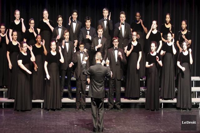 Les 27 choristes de la Chorale De La... (Etienne Ranger, LeDroit)