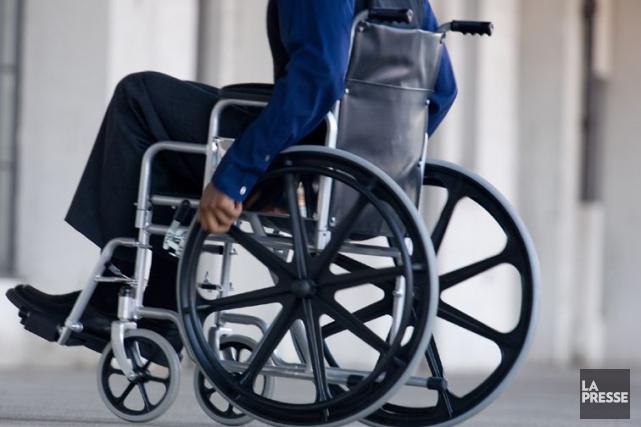 L'invitation auxpersonnes en fauteuil roulantde porter une couche... (Photothèque La Presse)