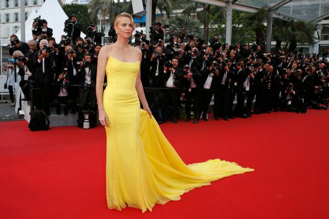 Charlize Theron a foulé le tapis rougedu Festival... (Photo Régis Duvignau, Reuters)