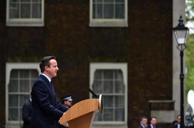Le premier ministre britannique réélu, David Cameron, a... (PHOTO BEN STANSALL, AGENCE FRANCE-PRESSE)