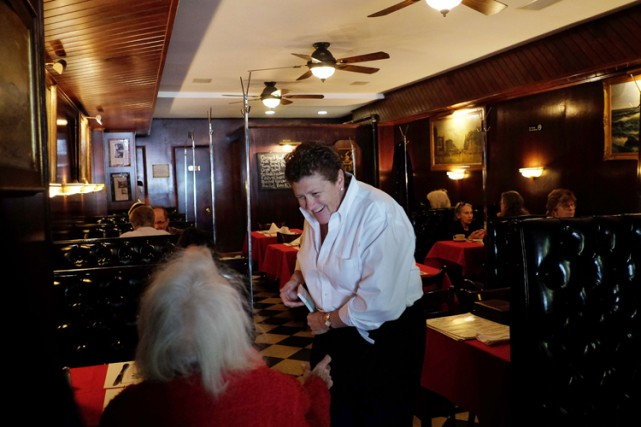 La propriétaire du Donohue's Steak House, Maureen Donohue-Peters.... (Photo: AFP)