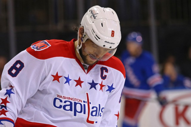 Alex Ovechkin avait la mine basse suite à... (Photo: Reuters)