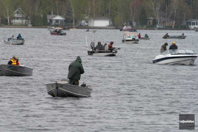 Chaque année des pêcheurs de partout au Québec... ((Archives Le Quotidien))