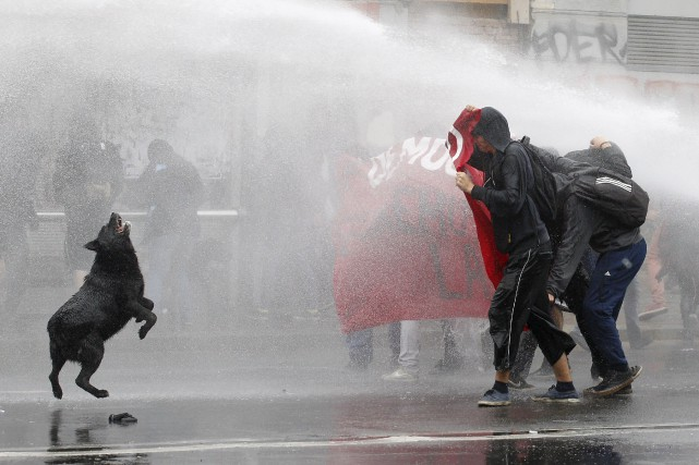 Les étudiants chiliens réclament une éducation publique de... (Photo Rodrigo Garrido, Reuters)