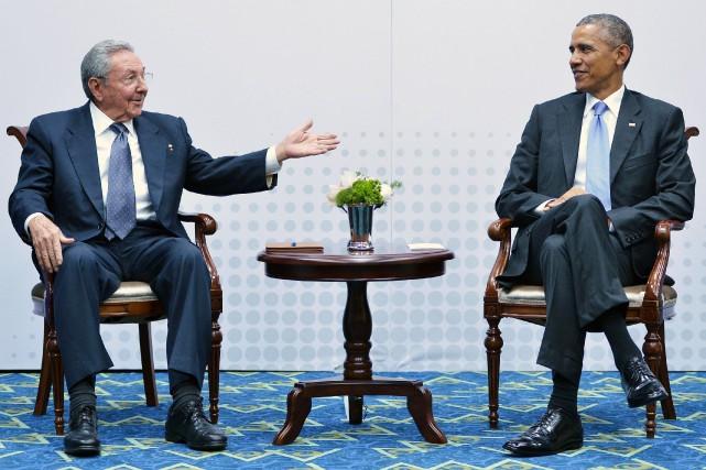 Le président cubain Raul Castro aux côtés du... (PHOTO ARCHIVES AFP)