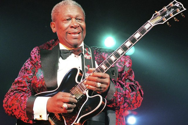B.B. King et sa célèbre guitare «Lucille», en... (PHOTO BERTRAND GUAY, ARCHIVES AGENCE FRANCE-PRESSE)