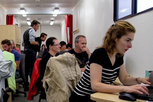 Des entrepreneurs en action dans l'unité mobile où... (Crédit photo: SADC - Branchons les PME)