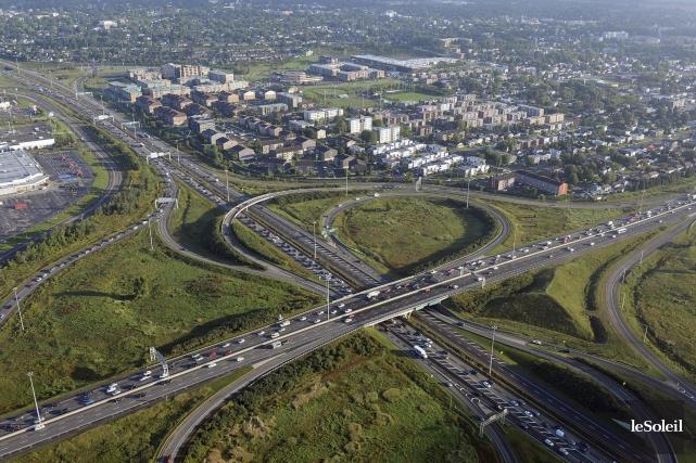 L'intersection des autoroutes Félix-Leclerc et Laurentienne.... (Le Soleil, Patrice Laroche)
