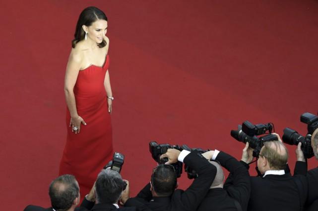 Natalie Portman à son arrivée sur le tapis... (PHOTO LOIC VENANCE, AFP)