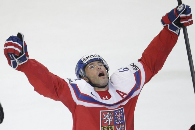 Jaromir Jagr célèbre son but gagnant contre la... (PHOTO PETR DAVID JOSEK, AP)