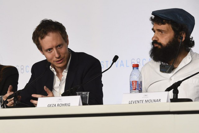 Le réalisateur Laszlo Nemes (à gauche) et l'acteur... (PHOTO ANNE-CHRISTINE POUJOULAT, AFP)