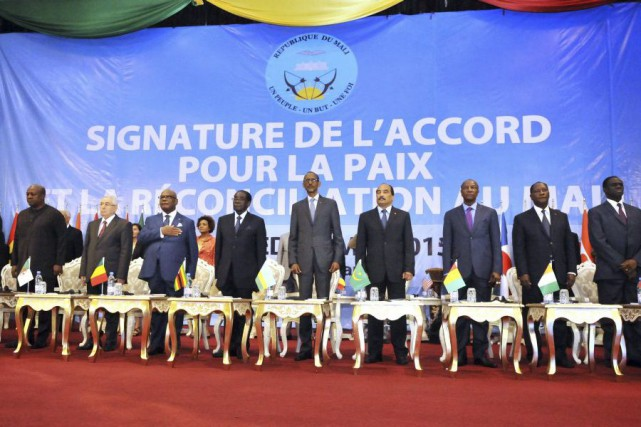 L'accord vise à instaurer une paix durable dans... (PHOTO HABIBOU KOUYATE, AFP)