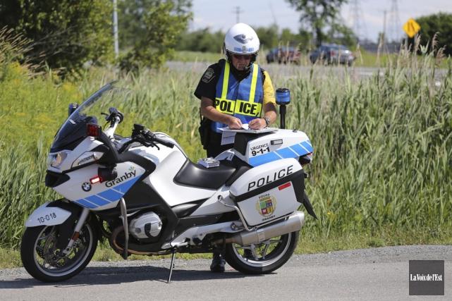 Les patrouilleurs à moto reprennent du service ce... (archives La Voix de l'Est)