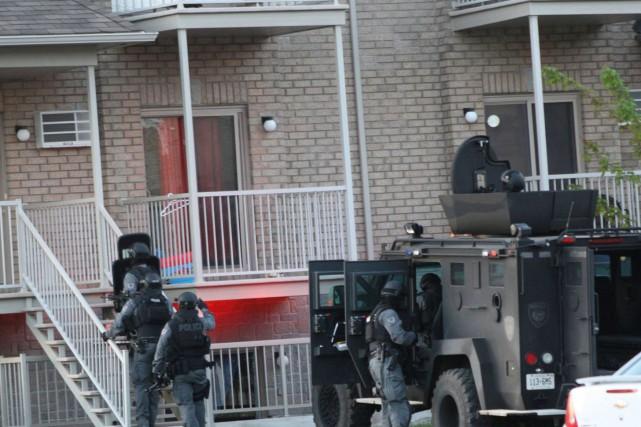 L'équipe tactique de la police d'Ottawa a procédé...