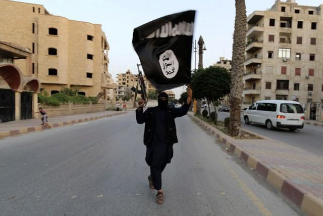 Des combattants du groupe État islamique sont entrés samedi dans la ville de... (Photo Archives AP)