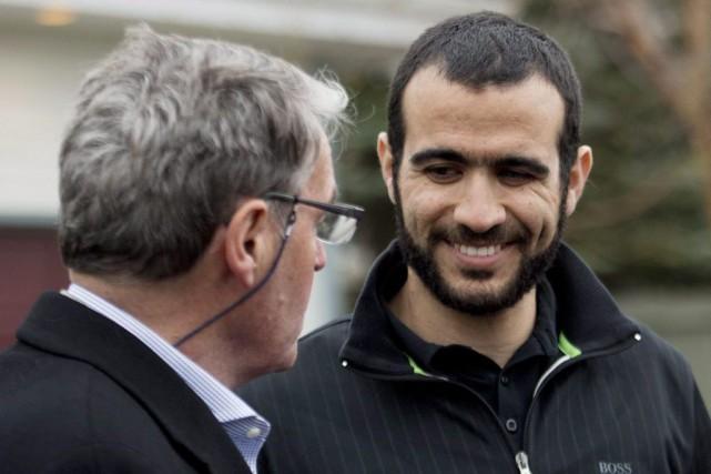 Omar Khadr et son avocat, Dennis Edney.... (Archives La Presse canadienne, Nathan Denette)