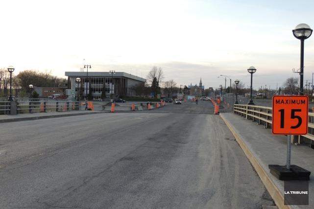Fermé depuis la tragédie du 6 juillet 2013, le pont Agnès donnant accès au... (La Tribune, Ronald Martel)