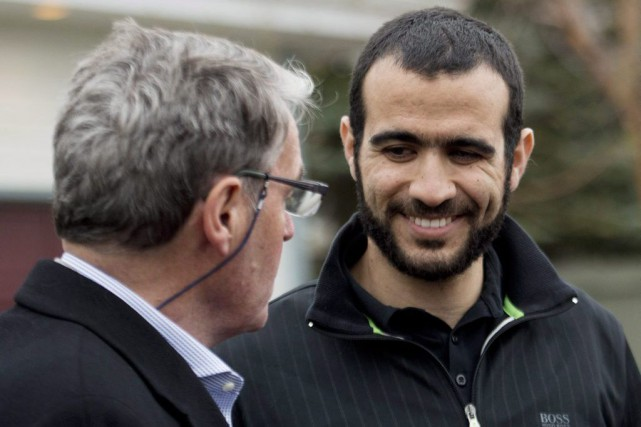 Omar Khadr et son avocat, Dennis Edney.... (Photo Nathan Denette, La Presse Canadienne)